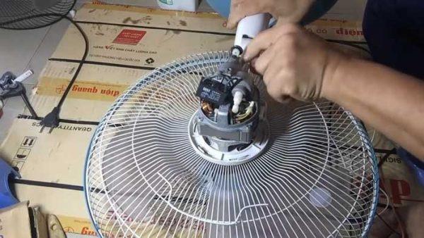 Tháo quạt và kiểm tra tụ điện